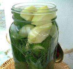 Télen is csodaszer! Ezzel a trükkel nem kell lemondanod a kovászos uborkáról! Pickles, Cucumber, Salads, Food And Drink, Canning, Drinks, Drinking, Beverages, Pickle
