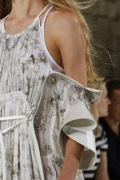 Louis Vuitton Spring 2018 Ready-to-Wear Fashion Show Details