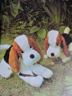 LARGE AND SMALL BASSETS; Stuffed large and small toy Basset dogs made in fur fabrics or fleece with felt remnants for eyes, nose and tongue. Vintage, Butterick 427 was made in England and is uncut. Create a memory for your children with this Basset dog! Cool Patterns, Vintage Patterns, Stitch Patterns, Basset Hound Dog, Doll Sewing Patterns, Embroidery Transfers, Dog Toys, Toy Dogs, Dinosaur Stuffed Animal