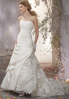 Alfred Angelo Signature 2372 Wedding Dress - The Knot