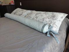 Almofada rolo para cama Queen.  1,50 m de comprimento  Pode ser feito em outras cores e estampas R$ 180,00