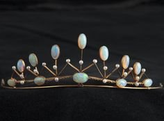 Diadem. Stewart Dawson & Company, c. 1900, gilt silver, 19 pearls, 12 opals. According to tradition, this Opal-pearl-diadem has previously been part of Sir Winston Churchill's wife's, Baroness Clementine (Clemmie) Ogilvy Spencer-Churchill's (1885-1977) private collection. The diadem is accompanied by the original box.