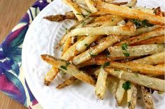i love oven baked fries. Baked French Fries Recipe with Garlic, Parsley & Parmesan Cheese French Fries With Cheese, Crispy French Fries, Garlic Parmesan Fries, Baked Garlic, Garlic Minced, French Fry Recipe Baked, Cooking Recipes, Healthy Recipes, Yummy Recipes