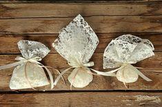 Μπομπονιέρα Δαντέλα Μαντήλι 50τμχ Wedding Favors, Knitting, Diy, Couture, How To Make, Wedding, Almonds, Souvenirs, Skirts