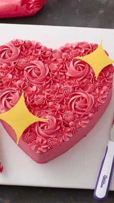 Valentines Day Desserts, Valentine Cake, Cake Decorating Piping, Cookie Decorating, Buttercream Cake, Frosting, Cake Decorating Techniques, Wedding Cupcakes, Love Cake