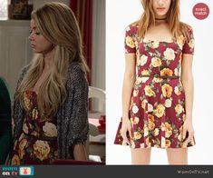 Haley's burgundy rose print dress on Modern Family.  Outfit Details: http://wornontv.net/45771/ #ModernFamily