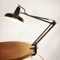 Grande lampe d'atelier  laquée noire.