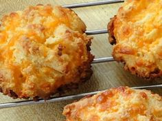 ALMOND CHEESE ROUNDS - They have a crunchy, cheesy biscuit texture that would go very nicely with chili or soup. They also make a nice snack. They remind me somewhat of Red Lobster's Cheddar Bay biscuits but better because they're more cheesy and not as d Almond Flour Recipes, Low Carb Recipes, Diet Recipes, Cooking Recipes, Healthy Recipes, Coconut Flour, Eat Healthy, Keto Cheese, Cheddar Cheese