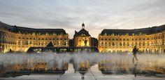 Bordeaux, place de la Bourse, miroir d'eau lumière et brumisateur effet