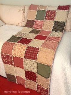 Rag Quilt, quien no conoce esta bonita técnica de patchwork? , fácil de hacer y muy lucida. Desde hace tiempo quería hacer algo de esto ... Rag Quilt, Quilt Top, Quilt Blocks, Quilting Projects, Quilting Designs, Patchwork Sofa, Sweater Quilt, Fiber Art Quilts, Coverlet Bedding