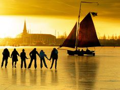 "landscapelifescape: "" Monnikendam, North Holland Dutch ice yachting in Monnickendam (by Ben The Man) "" Can i please do this one day? Dutch Netherlands, Visit Holland, Sunset Photography, Mellow Yellow, Beautiful Sunset, Beautiful Images, Ice Skating, Where To Go, Sailing"