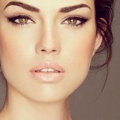"""Why does my """"natural"""" make up never look like this?!?!  Oh yeah, because she's perfect.... bummer!"""