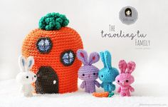 Add a little fun to Easter Baskets this year with this adorable micro family of traveling rabbits!  This free amigurami bunny crochet pattern is perfect for a unique gift!
