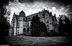 Abandoned castle in the former east Germany urbex decay www.lost-in-time-ue.nl