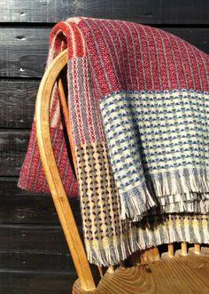 Weaving a Varpapuu Finlandia 8shaft Countermarch Loom t