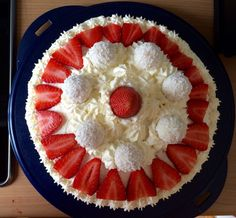 #Erdbeer-Raffaelo Torte