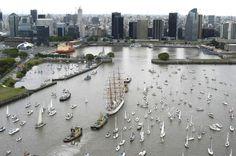 la llegada del Buque Escuela de la Armada Argentina arribando a puerto