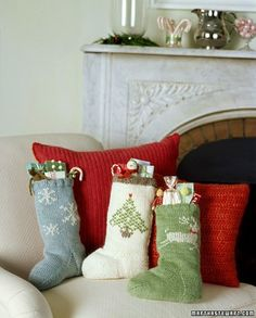 Plain Christmas Stocking Knitting Pattern : 1000+ ideas about Knitted Christmas Stockings on Pinterest ...