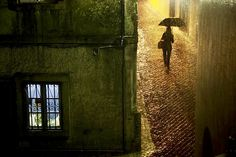French photographer Christophe Jacrot (previously) is an absolute master when it comes to rain photography, capturing the beautiful melancholy of a rainy day in cities… Rain Photography, Color Photography, Street Photography, Cinematic Photography, Christophe Jacrot, Under The Rain, Sound Of Rain, Grid Design, French Photographers