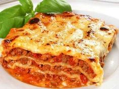 lasagne bolognaise Légère Weight Watchers, un délicieux plat complet de lasag. Lasagne Light, Beef Lasagne, Easy Lasagna Recipe, Bolognese, Light Recipes, Tasty Dishes, Food Videos, Food Inspiration, Italian Recipes