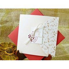 invitatii de nunta Cardnovel pe http://www.invitatiioriginale.ro/ Invitatie de nunta confectionata din carton cu model in relief care se pliaza pe verticala.