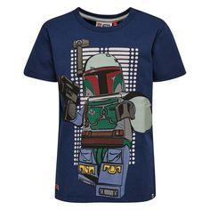 Donker blauwe jongens tshirt TEO van het merk Legowear. Dit is een tshirt met een ronde hals en korte mouwen. Dit is een shirt van de reeks Lego Star Wars De shirt heeft een print van een groot Lego ventje, de shirt geeft licht in het donker