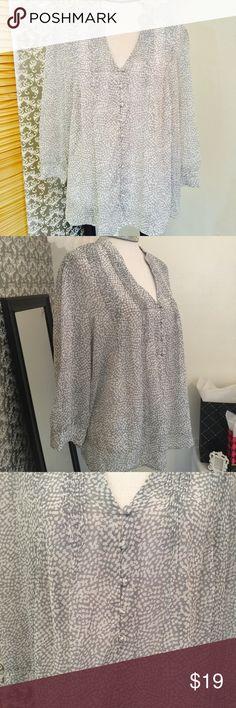 Gray/white print long sleeve top Size L Kenar Tops