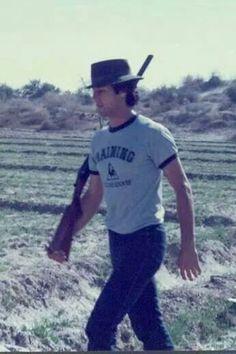 Rare picture of Khan.. dekho dekho kon aya !