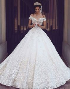 Wish I could find this dress! Absolutely beautiful.