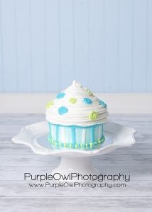 Doing this in pink and orange for Gia's smash cake! :]