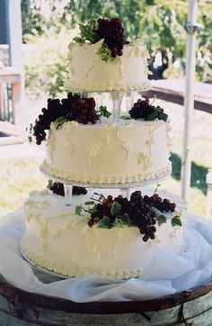 love grapes on a cake.. especially at a vineyard wedding