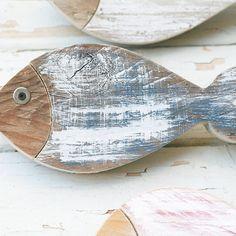 Pesci realizzati in legno di recupero naturale colorato con rondella in ferro come occhio. Dimensioni: I pesci hanno due dimensioni diverse 19 x 9 cm e 16 x 9.5 cm (nella foto pesce rosso) I pesci possono essere di colori diversi da quelli proposti. CHE COLORI POSSO ORDINARE?