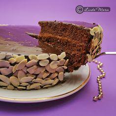 Daca adorati ciocolata, acesta este tortul ideal pentru a va bucura de aroma intensa a ciocolatei. Este un pic mai multa munca... Chocolate Delight, Different Cakes, Food Cakes, Tiramisu, Cake Recipes, Cake Decorating, Ethnic Recipes, Desserts, Mai