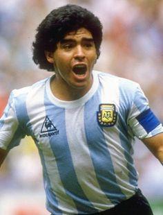 Diego Armando Maradona Futbolista / Director Técnico. (Nacido en Lanús, ) Campeón del mundo México 1986, y subcampeon del mundo Italia 1990. Ha sido elegido el Mejor Jugador del Siglo tras una encuesta realizada por la FIFA y también posee el título del Mejor jugador de la historia de los mundiales de fútbol. Considerado como uno de los mejores jugadores en la historia de este deporte.