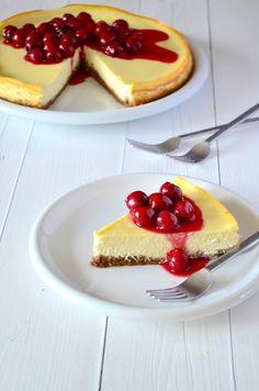 kaastaart met krieken/ cheesecake met kersen Baking Recipes, Cake Recipes, Good Food, Yummy Food, Cheesecake Desserts, Sweet Desserts, Cake Cookies, Bakery, Favorite Recipes