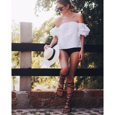 "@sisterlystyle's photo: ""F E M E N I N E &  R O M A N T I C  in black and white || F E M E N I N A &  R O M A N T I C A  en blanco y negro www.sisterlystyle.com @mixandmatch23 @oq_shoes #styleblog #fashionblogger #lifestylebloggers [ Tap for Details] ❤️A&E"""