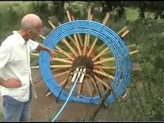 Low-tech, self-powered water pump (low pressure) from common materials - put it in a creek Survival Prepping, Emergency Preparedness, Survival Skills, Flood Prevention, Power Generator, Water Wheel Generator, Energy Projects, Solar Power, Just In Case