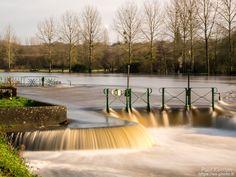 gros débit sur le canal de Nantes à Brest à l'écluse de Coatigrac'h  - à châteaulin  © Paul Kerrien 2018 https://en-photo.fr Finistère Bretagne