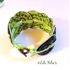 Bracelet capsules vert bouteille et ruban satin anis