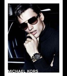 Michael Kors dévoile la campagne de pub automne-hiver 2012-2013 de sa ligne d'accessoires