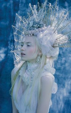 If I would cosplay as a snow queen this would be it. Costume Original, Foto Fantasy, Fantasy Hair, Fantasy Makeup, Mode Editorials, Headdress, Faeries, Character Inspiration, Editorial Fashion