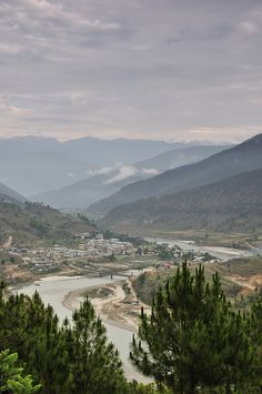 Punakha, Bhutan - which was the capital of Bhutan until 1955.  Photo: Huang Xin (2011).  -kc