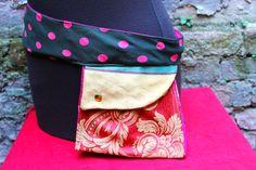 Pochette da viaggio. Realizzata con cravatta vintage in pura seta di Artigianato Pazzerello