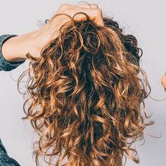 Dryer Sheets Are the Hair Hack We Didn't See Coming for Getting Rid of Frizz Instantly Blonde Curls, Blonde Balayage, Blonde Highlights, Neutral Blonde, Bright Blonde, Cool Haircuts, Bob Hairstyles, Layered Haircuts, Shoulder Length