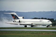 Ansett Boeing VH-RMU rolling out after touchdown at Canberra-Fairbairn, May (Photo: Wolodymir Nelowkin) Reverse Thrust, Boeing 727 200, Helicopter Cockpit, Illinois, Australian Airlines, Airline Logo, Best Airlines, Boeing Aircraft, Air New Zealand