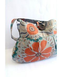 sac en toile avec motifs floraux