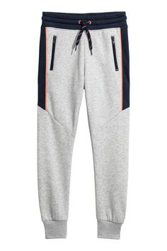 Joggers in sweatshirt fabric. Elasticized drawstring waistband side pockets and tapered legs with ribbed hems. Boys Joggers, Mens Jogger Pants, Sport Pants, Sweatpants, Track Pants Mens, Knit Pants, Kids Wear, Ideias Fashion, Sportswear
