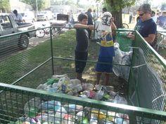 Durante toda la tarde los chicos se acercaron para reciclar sus botellas.