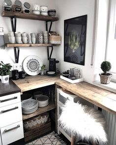 An open shelf in the kitchen? Sure, but only with such beautiful dishes as in ., open shelf in the kitchen? Sure, but only with such beautiful dishes as at Küchen Design, House Design, Open Shelving, Shelves, Kitchen Ornaments, Farmhouse Style Kitchen, Entryway Tables, Sweet Home, New Homes