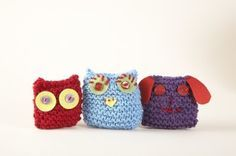 Super simple knitted pets. Ideal first project for kids to learn how to knit. Can be done in crochet as well.